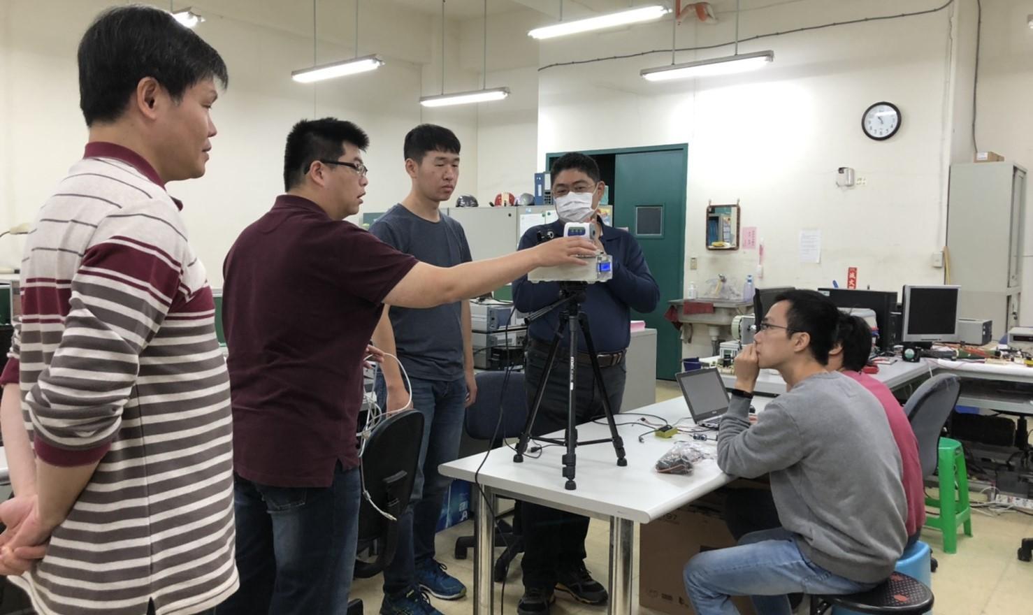 東華大學電系額溫槍量測裝置改造團隊研討