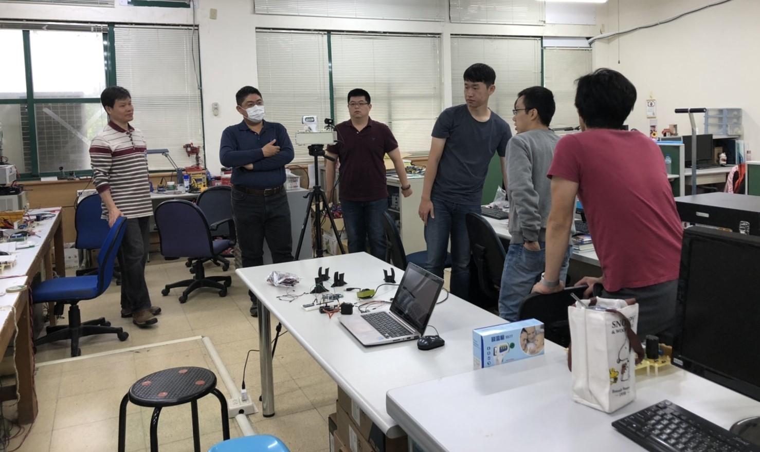 東華大學電機系團隊研討改造量溫裝置