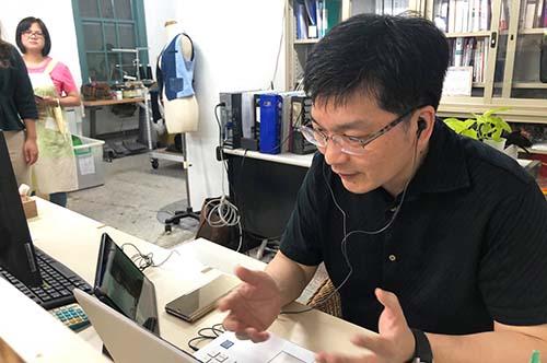 中央大學公益傳播中心沈建文主任擔任國際協調溝通的重要角色。 照片公益傳播中心提供