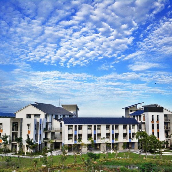 學校照片2-雲彩之美耀東大
