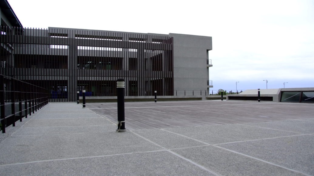學校照片5-行政服務大樓一隅