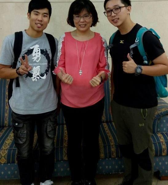 澳門校友-何利亨(左一)、梁煒成(右一)