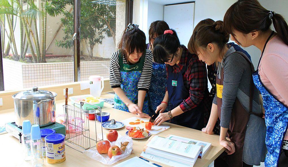 長庚科技大學_4_幼保系學生於保母教室練習情況(1020413)